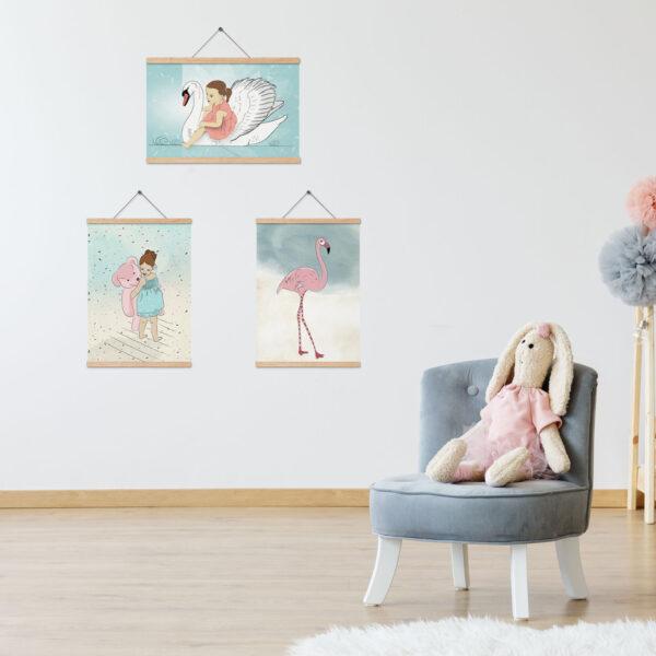 שלושה ציורים עם מתלה