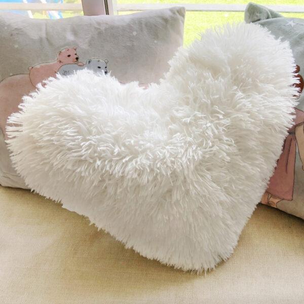כרית פרוותית בצורת לב